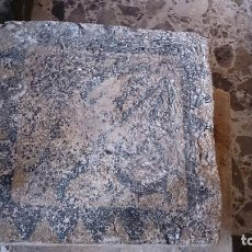 Antigüedades: ANTIGUO AZULEJO SOCARRAT VALENCIANO PINTADO A MANO 20 X 20 Y 4 CM DE GROSOR - S XV. Lote 112554319