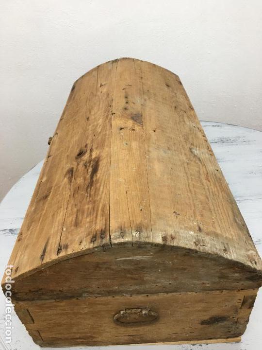 Antigüedades: ANTIGUO BAÚL DE VIAJE (bajito) -31 CM. DE ALTURA - PRECIOSOS HERRAJES - Foto 9 - 112594859
