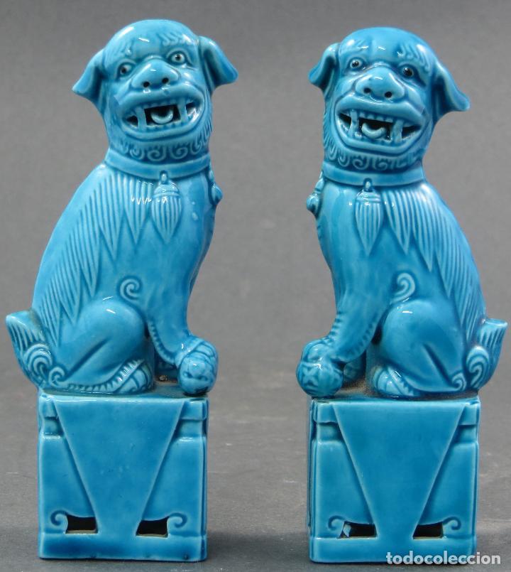 PAREJA FURIAS FOO CERÁMICA CHINA S XX (Antigüedades - Porcelanas y Cerámicas - China)