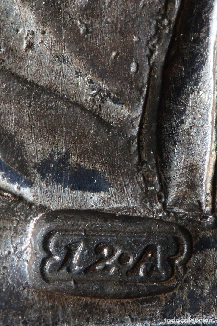 Antigüedades: VIRGEN CON NIÑO. PLAQUETA DEVOCIONAL EN PLATA FUNDIDA Y FINAMENTE CINCELADA. S.XVIII - Foto 7 - 58580655