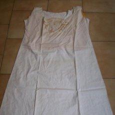 Oggetti Antichi: CAMISÓN CON BORDADOS/PUNTILLAS. SOBRE 1920/30. Lote 112607171