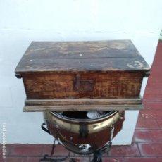 Antigüedades: PRECIOSA ARQUETA O BAÚL, SIGLO XIX, MADERA, ARTESANAL, VER FOTOS.. Lote 112608575