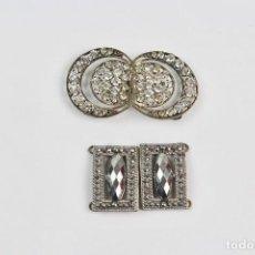Oggetti Antichi: JOY-829. PAREJA DE HEBILLAS EN METAL PLATEADO. AÑOS 20-30.. Lote 112612543