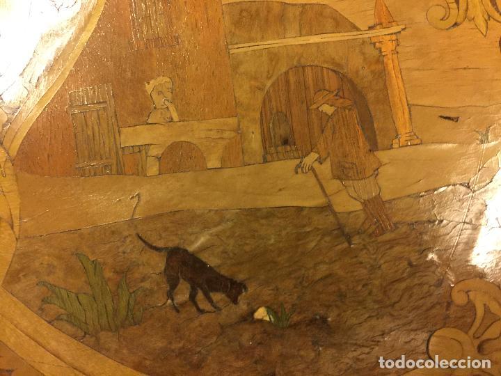 Antigüedades: Extraordinaria mesa de juego abatible con marqueteria policromada. Mide 94cms de diametro. Leer mas. - Foto 11 - 112617175