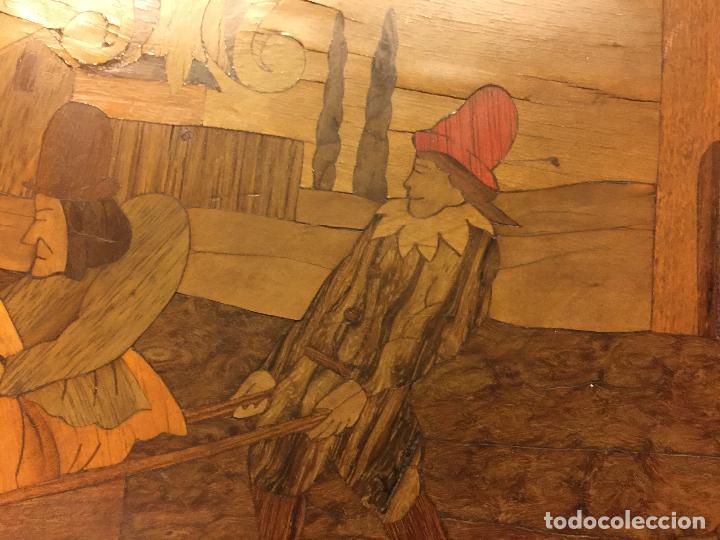 Antigüedades: Extraordinaria mesa de juego abatible con marqueteria policromada. Mide 94cms de diametro. Leer mas. - Foto 22 - 112617175