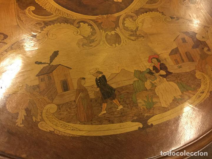 Antigüedades: Extraordinaria mesa de juego abatible con marqueteria policromada. Mide 94cms de diametro. Leer mas. - Foto 28 - 112617175