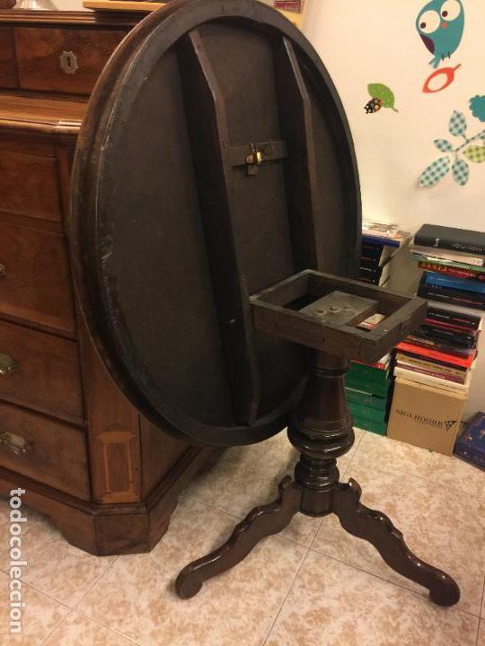 Antigüedades: Extraordinaria mesa de juego abatible con marqueteria policromada. Mide 94cms de diametro. Leer mas. - Foto 31 - 112617175
