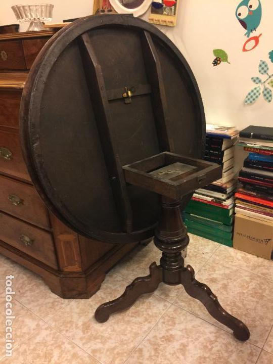 Antigüedades: Extraordinaria mesa de juego abatible con marqueteria policromada. Mide 94cms de diametro. Leer mas. - Foto 34 - 112617175