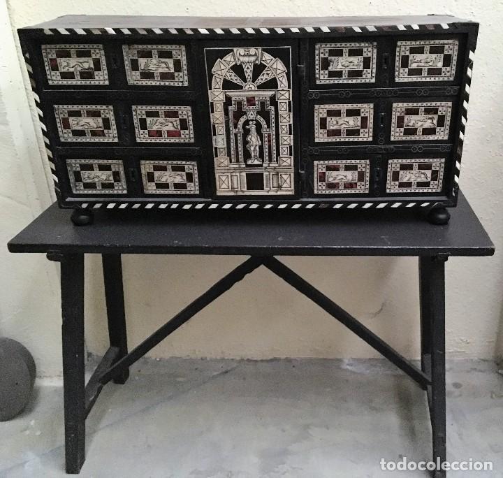 BARGUEÑO CON MOTIVOS DE CAZA (Antigüedades - Muebles Antiguos - Bargueños Antiguos)