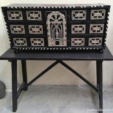 Antigüedades: BARGUEÑO CON MOTIVOS DE CAZA. Lote 112621103