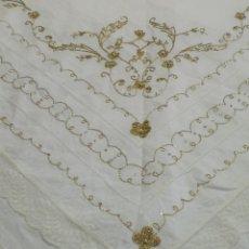 Antigüedades: BORDADO MANTELETA Y DELANTAL PARA REGIONAL O VIRGEN. Lote 112697754