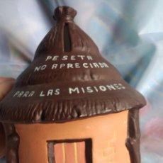 Antigüedades: ANTIGUA HUCHA PARA LAS MISIONES DOMUND, PESETA NO APRECIADA, DE BARRO, ARTE CISTER DE BRIHUEGA. Lote 112710440