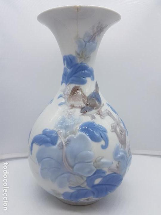 Antigüedades: Precioso gran jarrón en porcelana de la prestigiosa casa Lladró sellado, antigua etapa. - Foto 3 - 112742947