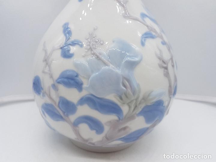 Antigüedades: Precioso gran jarrón en porcelana de la prestigiosa casa Lladró sellado, antigua etapa. - Foto 6 - 112742947