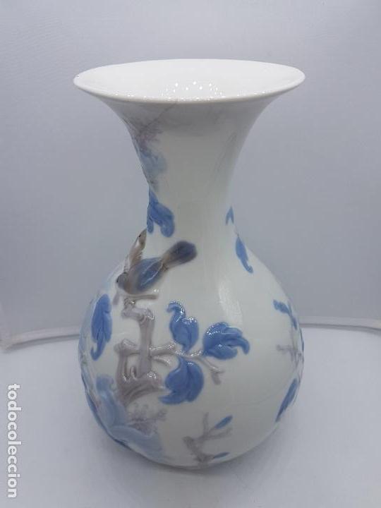 Antigüedades: Precioso gran jarrón en porcelana de la prestigiosa casa Lladró sellado, antigua etapa. - Foto 7 - 112742947