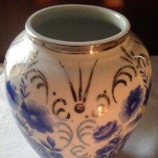 Antigüedades: JARRÓN DE PORCELANA DE LA FIRMA SARDA. Lote 124027171