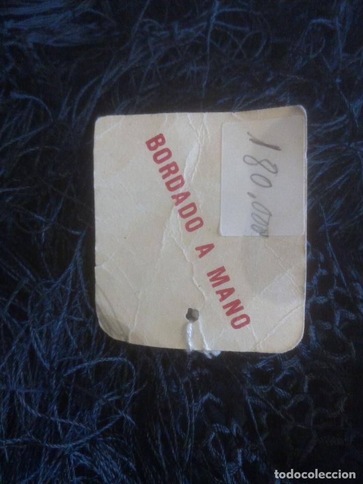 Antigüedades: MANTÓN DE MANILA EN SEDA NATURAL, NEGRO BORDADO A MANO - Foto 5 - 112794543