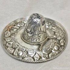 Antigüedades: SOMBRERO MEXICO PLATA LEY 925 7,5CM DIAMETRO 16 GRMS. DECORADO FLORAL. Lote 112827570