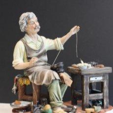 Antigüedades: CERÁMICA ITALIANA CAPODIMONTE,OFICIO ZAPATERO.. Lote 112863503