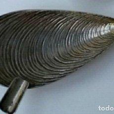 Antigüedades: SALERO PIMENTERO DE PLATA DE LEY 925 CONTRASTADA EN FORMA DE CONCHA. Lote 112863567