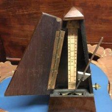 Antigüedades: METRONOMO MARCA MAELZEL EN MADERA DE CAOBA. FUNCIONA. SIGLO XIX.. Lote 112892335