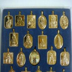 Antigüedades: COLECCION DE DEVOCIONES DE LA VIRGEN EN EL MUNDO 20 MEDALLAS (#). Lote 195032576