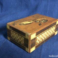Antigüedades: CAJA MARQUETERIA INTARSIA MADERAS JAPON MONTE FUJI DESMONTABLE AVE DAMERO SANDALO 6X15X9,5CMS. Lote 112973859