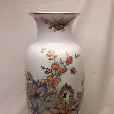Antiguo gran jarrón de porcelana blanca china pintado a mano motivos florales y oro 24k