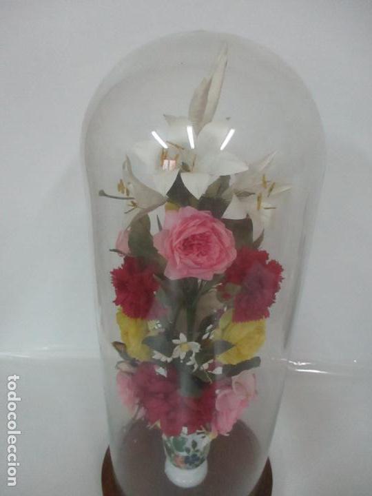 Antigüedades: Fanal Isabelino - Cristal Soplado - Jarrón Cristal Opalina - Decoración con Flores de Ropa - S. XIX - Foto 2 - 112992911