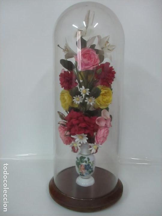 Antigüedades: Fanal Isabelino - Cristal Soplado - Jarrón Cristal Opalina - Decoración con Flores de Ropa - S. XIX - Foto 3 - 112992911