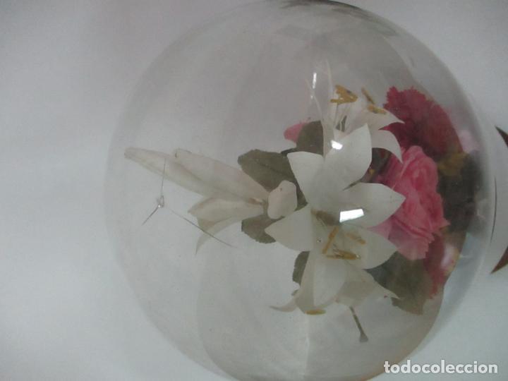 Antigüedades: Fanal Isabelino - Cristal Soplado - Jarrón Cristal Opalina - Decoración con Flores de Ropa - S. XIX - Foto 6 - 112992911