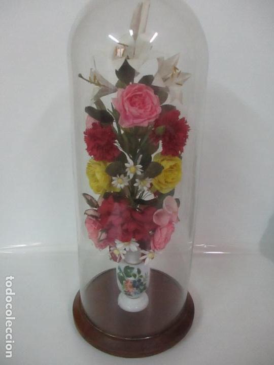 Antigüedades: Fanal Isabelino - Cristal Soplado - Jarrón Cristal Opalina - Decoración con Flores de Ropa - S. XIX - Foto 7 - 112992911