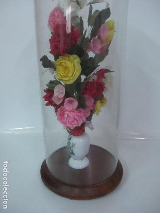 Antigüedades: Fanal Isabelino - Cristal Soplado - Jarrón Cristal Opalina - Decoración con Flores de Ropa - S. XIX - Foto 8 - 112992911
