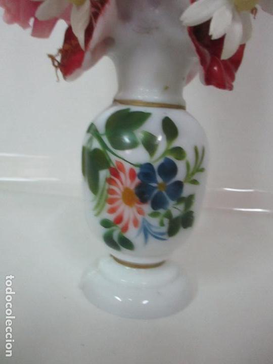 Antigüedades: Fanal Isabelino - Cristal Soplado - Jarrón Cristal Opalina - Decoración con Flores de Ropa - S. XIX - Foto 11 - 112992911