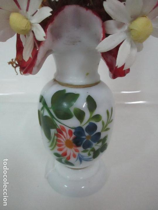 Antigüedades: Fanal Isabelino - Cristal Soplado - Jarrón Cristal Opalina - Decoración con Flores de Ropa - S. XIX - Foto 12 - 112992911