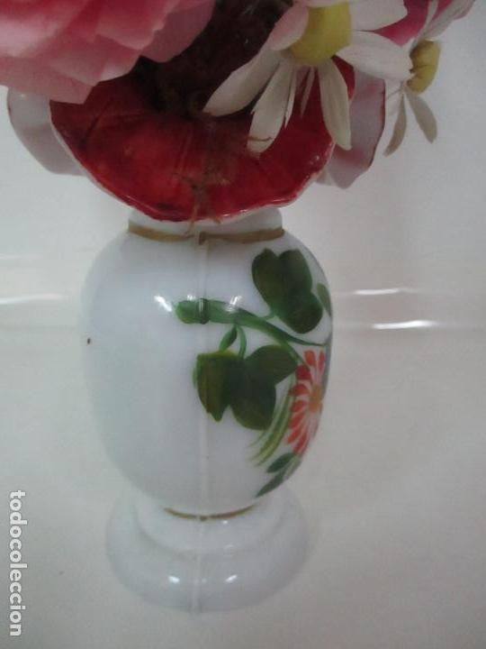 Antigüedades: Fanal Isabelino - Cristal Soplado - Jarrón Cristal Opalina - Decoración con Flores de Ropa - S. XIX - Foto 13 - 112992911