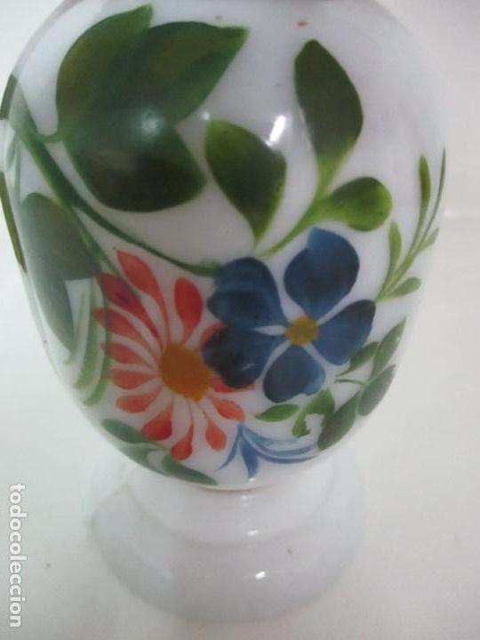 Antigüedades: Fanal Isabelino - Cristal Soplado - Jarrón Cristal Opalina - Decoración con Flores de Ropa - S. XIX - Foto 14 - 112992911