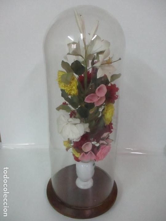 Antigüedades: Fanal Isabelino - Cristal Soplado - Jarrón Cristal Opalina - Decoración con Flores de Ropa - S. XIX - Foto 15 - 112992911