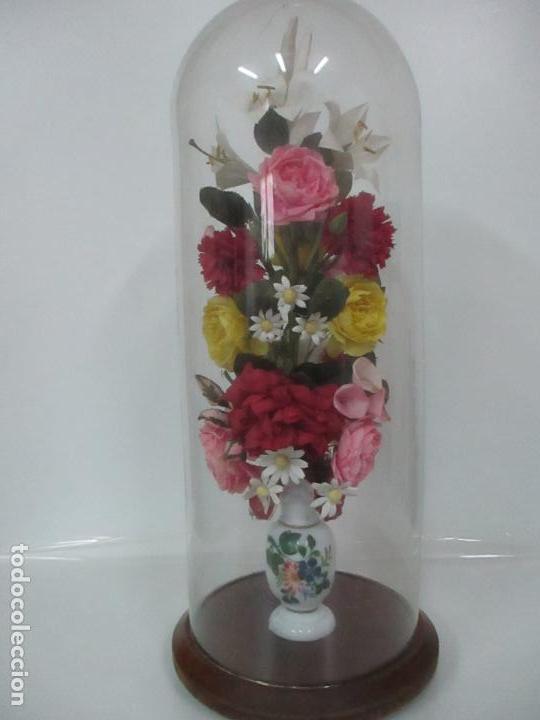 Antigüedades: Fanal Isabelino - Cristal Soplado - Jarrón Cristal Opalina - Decoración con Flores de Ropa - S. XIX - Foto 16 - 112992911
