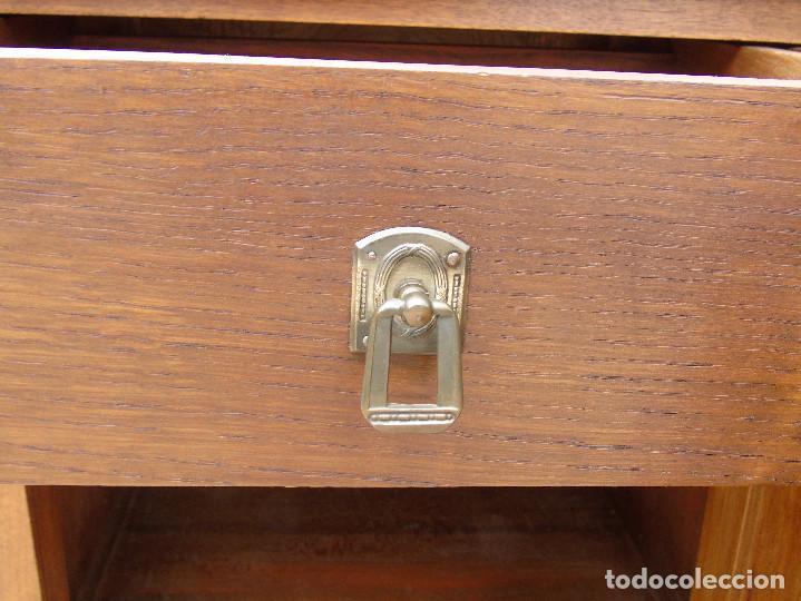 Antigüedades: PAREJA DE ANTIGUAS MESILLAS DE NOGAL. RESTAURADAS. - Foto 9 - 113026411
