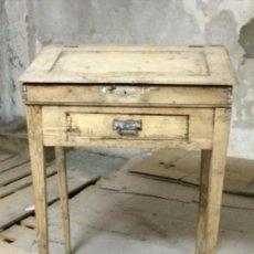 Antigüedades: ANTIGUO ESCRITORIO RUSTICO DE MADERA DE PINO. . Lote 113069963