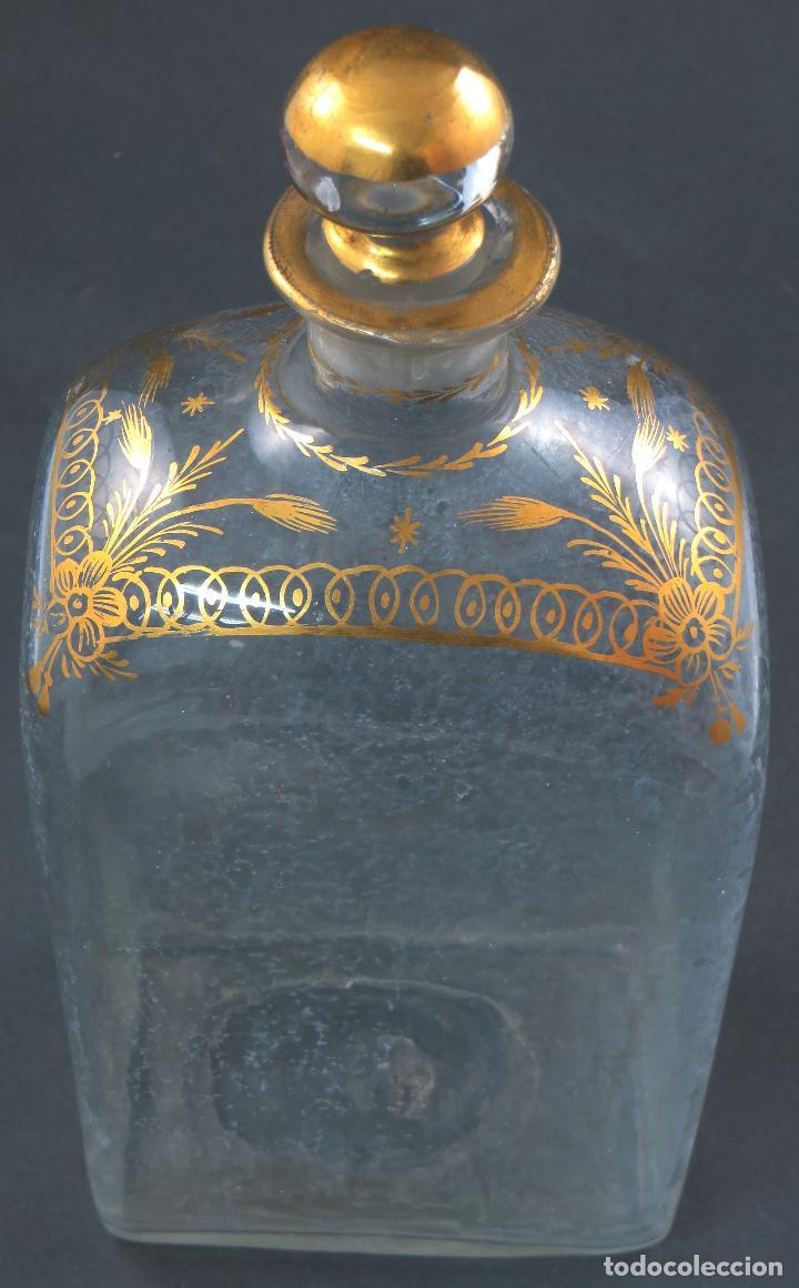 Antigüedades: Botella garrafa licorera cristal soplado y pintada en oro La Granja siglo XIX - Foto 6 - 113073007