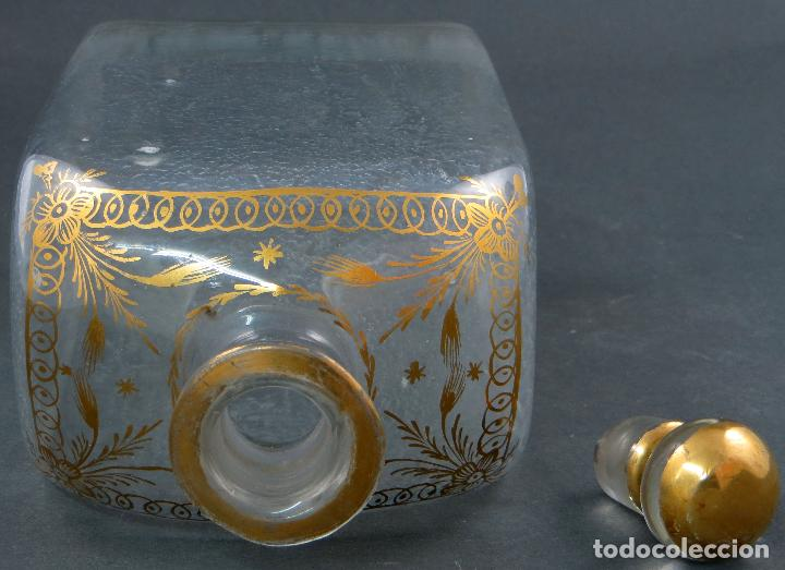 Antigüedades: Botella garrafa licorera cristal soplado y pintada en oro La Granja siglo XIX - Foto 7 - 113073007