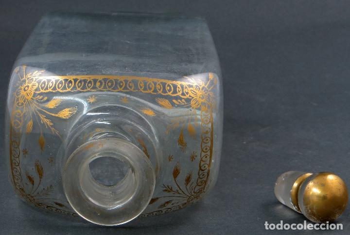 Antigüedades: Botella garrafa licorera cristal soplado y pintada en oro La Granja siglo XIX - Foto 6 - 113073243