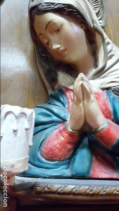 Antigüedades: Virgen de yeso policromado, plafón de iluminación - Foto 2 - 113113247