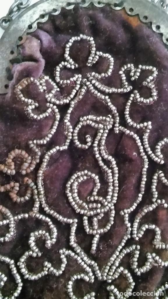 Antigüedades: Miniatura bolso, bolsito monedero de terciopelo bordado, época victoriana (1837-1901) antiguo s XIX - Foto 12 - 113119475