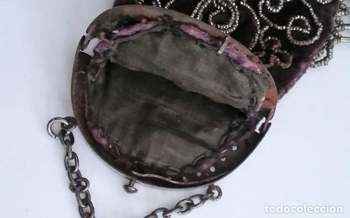 Antigüedades: Miniatura bolso, bolsito monedero de terciopelo bordado, época victoriana (1837-1901) antiguo s XIX - Foto 16 - 113119475