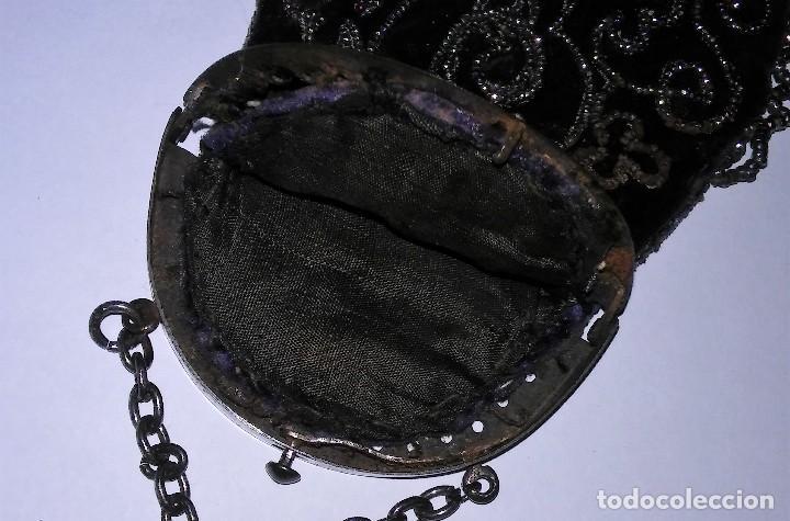 Antigüedades: Miniatura bolso, bolsito monedero de terciopelo bordado, época victoriana (1837-1901) antiguo s XIX - Foto 17 - 113119475