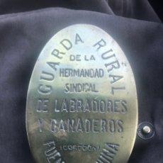 Antigüedades: PLACA DE GUARDA CAZA DE FUENTEOVEJUNA. Lote 113133372