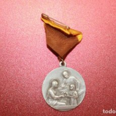 Antigüedades: MEDALLA SAGRADA FAMILIA, ALUMINIO, CON CINTA, 3 CM DE DIÁMETRO. Lote 113155183